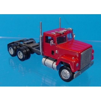 HO SCALE 1/87 INTERNATIONAL 4200/4300 SEMI TRACTOR KIT