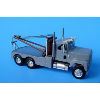 HO SCALE 1/87 INTERNATIONAL 4200/4300 SEMI WRECKER KIT