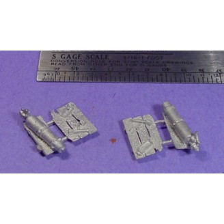 S SCALE / Sn3 DETAIL PARTS : 2 WOOD PALLETS WITH JUNK