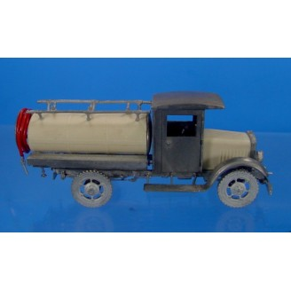 O SCALE KLEIBER CLOSED CAB OVAL TANK TRUCK