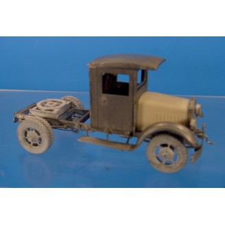 O SCALE KLEIBER CLOSED CAB SEMI TRUCK WITH RUBBER TIRE WHEELS
